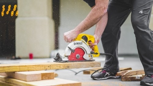 DIY or Hire a Contractor: How to Make the Right Decision