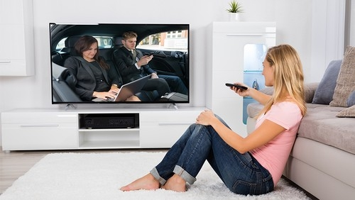 How to Fit a TV into a Small Space
