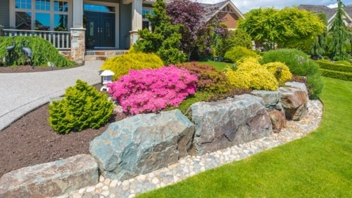 More Than 25 Ways to Achieve the Perfect Lawn Edge