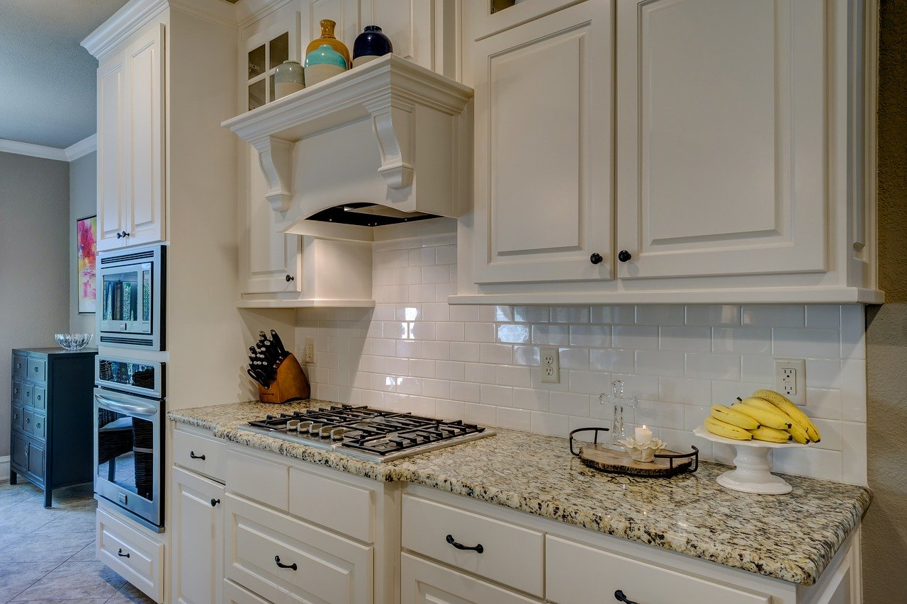 How much does it cost to install kitchen cabinets?